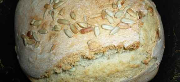 Bread maker bread with sunflower seeds 1