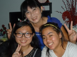 Kim, Vy and her mum.